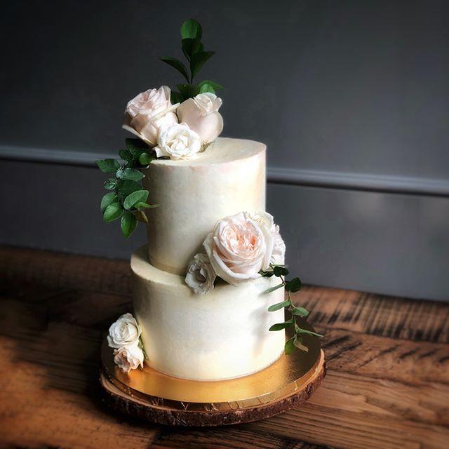 Fresh blooms on an understated elegant cake. Blooms from @Westbankflowermarket⠀⠀⠀⠀⠀⠀⠀⠀⠀ ⠀⠀⠀⠀⠀⠀⠀⠀⠀ •⠀⠀⠀⠀⠀⠀⠀⠀⠀ •⠀⠀⠀⠀⠀⠀⠀⠀⠀ •⠀⠀⠀⠀⠀⠀⠀⠀⠀ •⠀⠀⠀⠀⠀⠀⠀⠀⠀ #amazingcake⠀⠀⠀⠀⠀⠀⠀⠀⠀ #amazingcakes⠀⠀⠀⠀⠀⠀⠀⠀⠀ #austintx⠀⠀⠀⠀⠀⠀⠀⠀⠀ #cakeartist⠀⠀⠀⠀⠀⠀⠀⠀⠀ #cakedecorating⠀⠀⠀⠀⠀⠀⠀⠀⠀ #cakedesign⠀⠀⠀⠀⠀⠀⠀⠀⠀ #cakemaker⠀⠀⠀⠀⠀⠀⠀⠀⠀ #cakeoftheday⠀⠀⠀⠀⠀⠀⠀⠀⠀ #customcake⠀⠀⠀⠀⠀⠀⠀⠀⠀ #customcakes⠀⠀⠀⠀⠀⠀⠀⠀⠀ #edibleart⠀⠀⠀⠀⠀⠀⠀⠀⠀ #austincakes⠀⠀⠀⠀⠀⠀⠀⠀⠀ #atxcakes⠀⠀⠀⠀⠀⠀⠀⠀⠀ #instabake⠀⠀⠀⠀⠀⠀⠀⠀⠀ #luxurycakes⠀⠀⠀⠀⠀⠀⠀⠀⠀ #baker⠀⠀⠀⠀⠀⠀⠀⠀⠀ #cakeart⠀⠀⠀⠀⠀⠀⠀⠀⠀ #cakestagram⠀⠀⠀⠀⠀⠀⠀⠀⠀ #instacake⠀⠀⠀⠀⠀⠀⠀⠀⠀ #atx⠀⠀⠀⠀⠀⠀⠀⠀⠀ #austin⠀⠀⠀⠀⠀⠀⠀⠀⠀ #moderncake⠀⠀⠀⠀⠀⠀⠀⠀⠀ #bookofcake⠀⠀⠀⠀⠀⠀⠀⠀⠀ #designercake⠀⠀⠀⠀⠀⠀⠀⠀⠀ #cakephotography⠀⠀⠀⠀⠀⠀⠀⠀⠀ #austinweddingcakes⠀⠀⠀⠀⠀⠀⠀⠀⠀ #atxwedding⠀⠀⠀⠀⠀⠀⠀⠀⠀ #austinwedding⠀⠀⠀⠀⠀⠀⠀⠀⠀ #weddingcake⠀⠀⠀⠀⠀⠀⠀⠀⠀ #weddingcakes