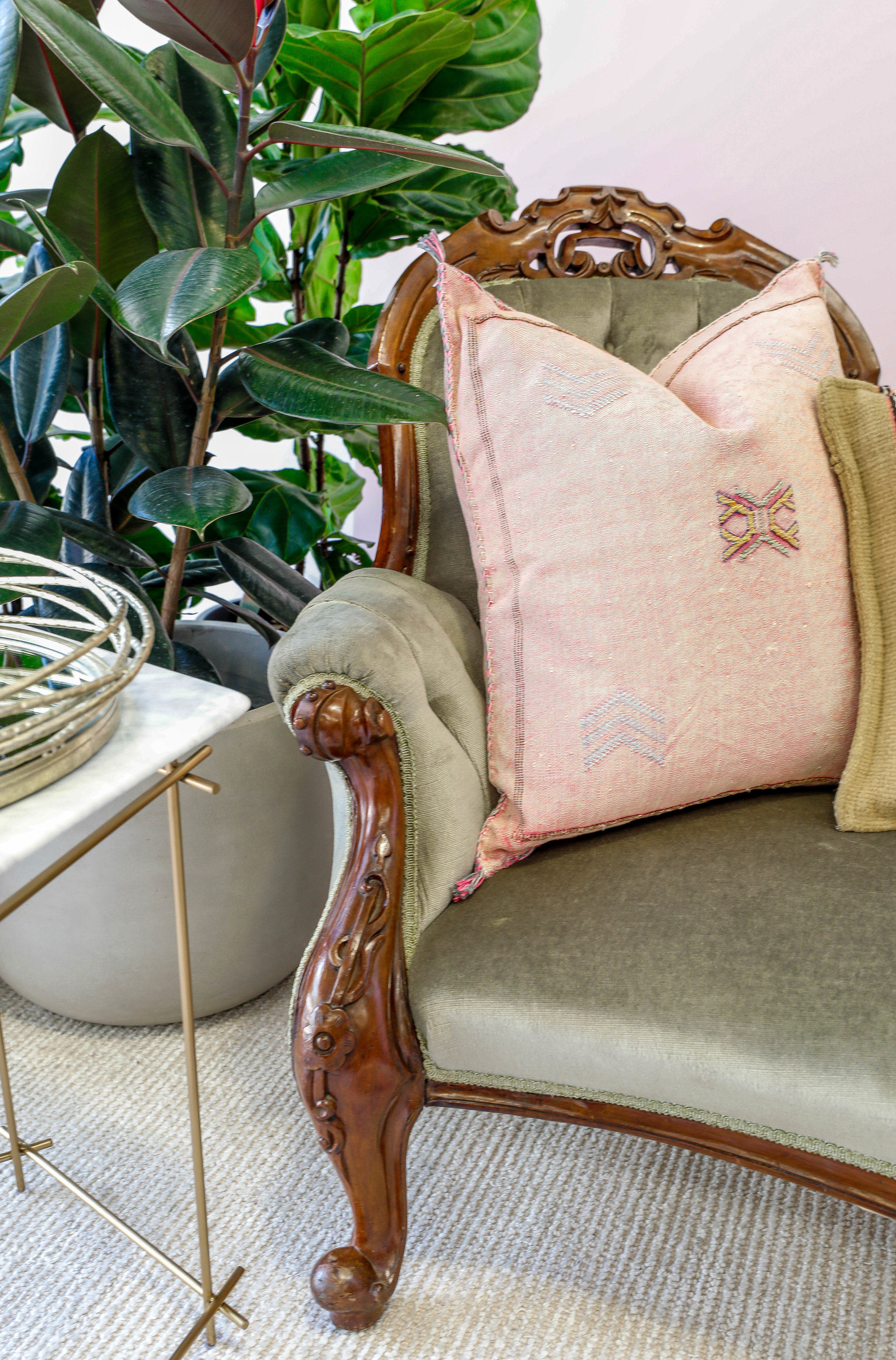The_Find_Antiques_FLORAL_CHAISE_LOUNGE_DETAILS.jpg