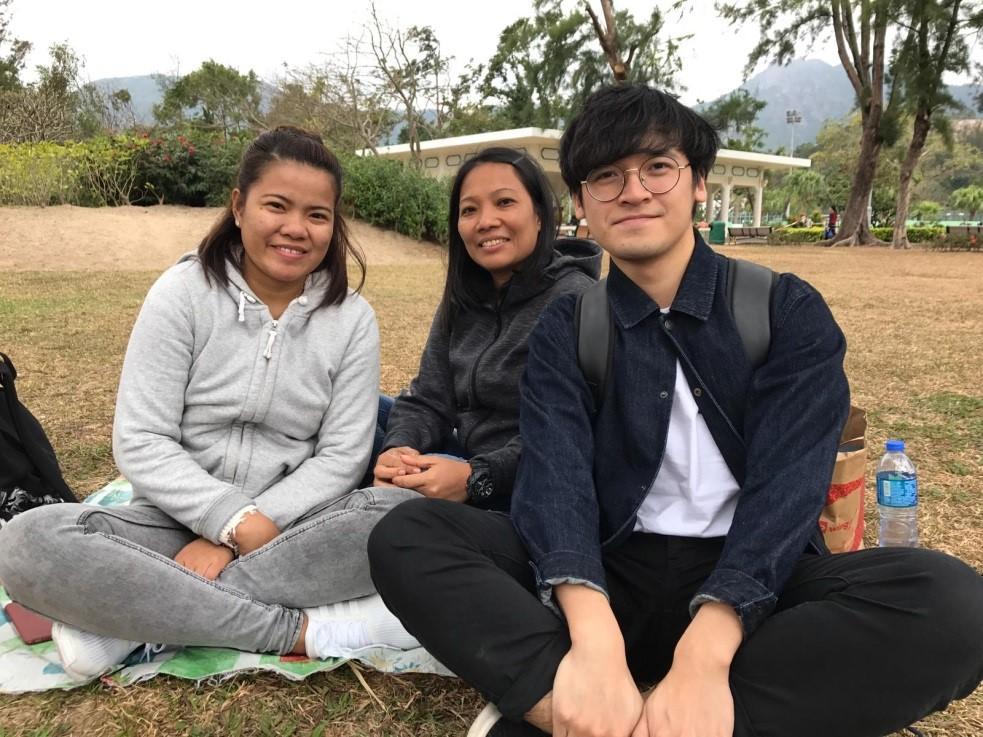 左起(from left to right):阿卡娜Akana、 阿卡娜姨母Akana' s Aunt、陳偉業CHAN Wai Yip