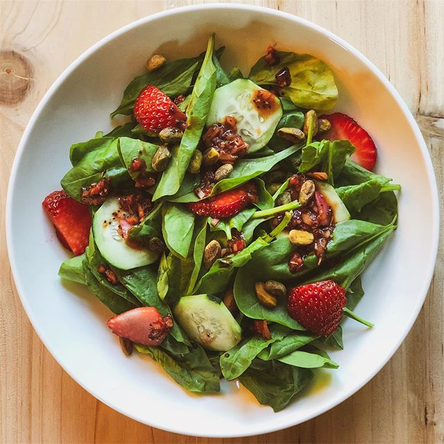 """Perfect on a warm summer day, behold our """"STRAWBERRY + PISTACHIO SPINACH SALAD"""": strawberries and pistachios on a bed of spinach, balsamic vinegar, shallots, thyme, poppy seeds and cracked black pepper. Eat all the plants this summer! 🍓🌱✨"""