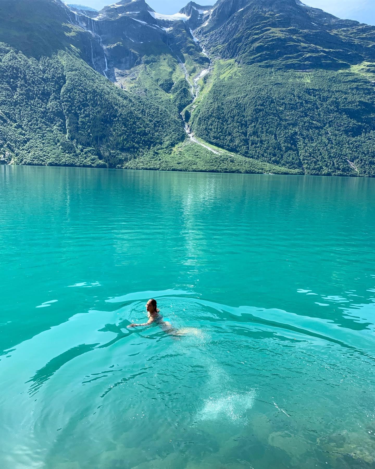 Swimming in lovatnet