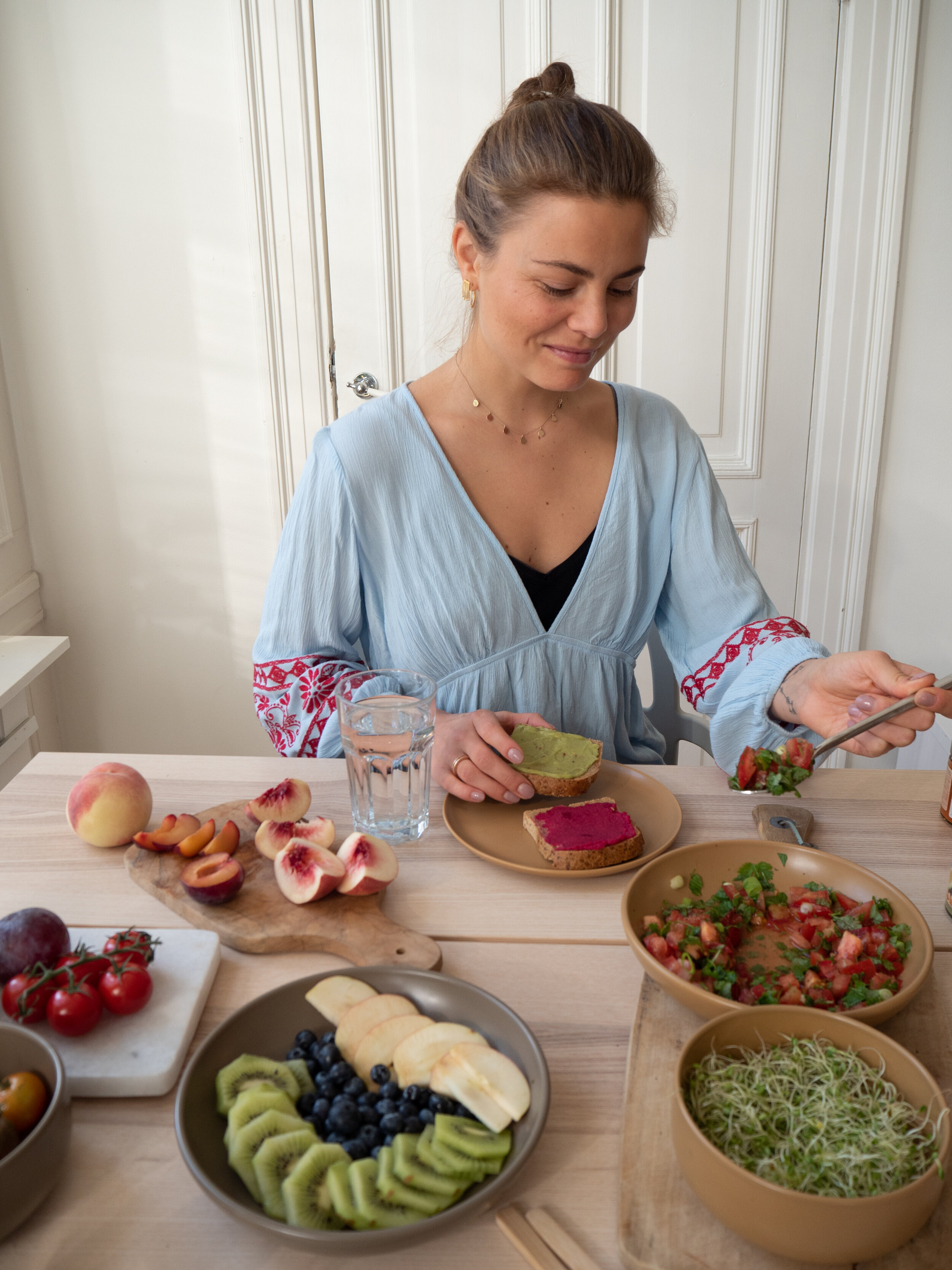 Susis brødskiver - - Plantego' rødbete og kikerter, fiken, eple og blåbær- Plantego' avokado og kikerter, bruschetta og spirer