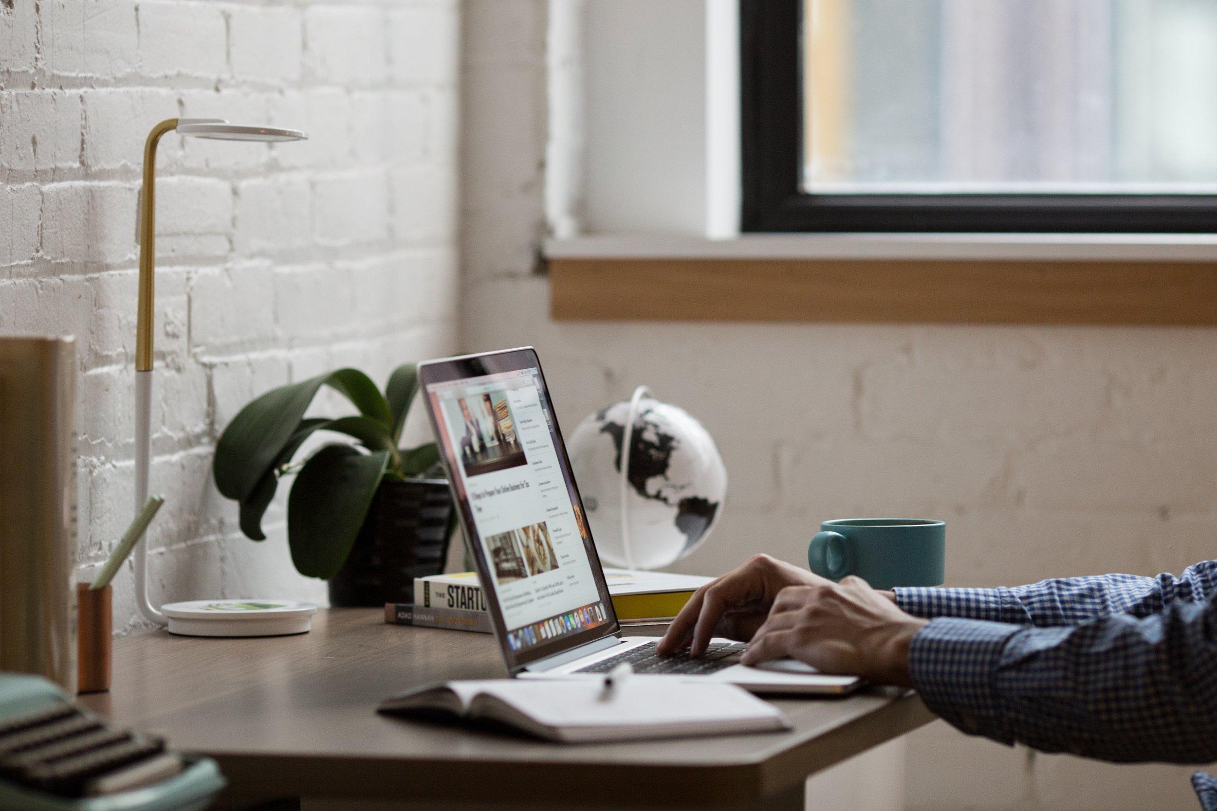 coffee-desk-globe-374006.jpg