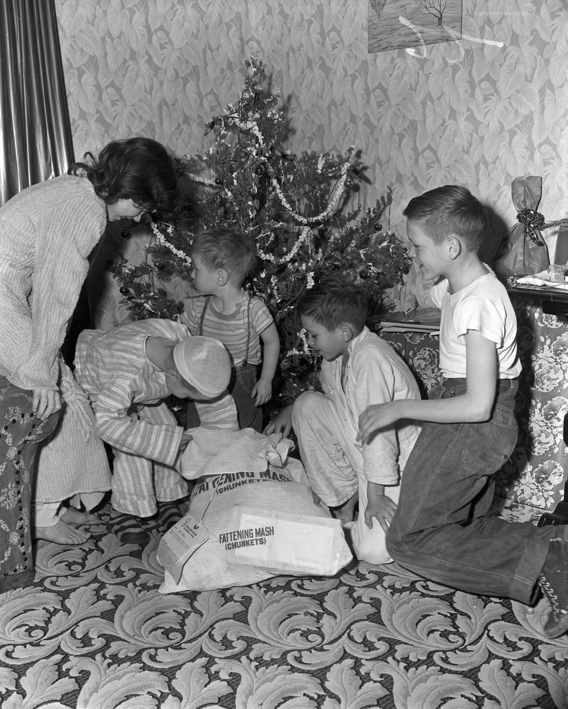 Goodfellow_Family Around Tree_1951.jpg