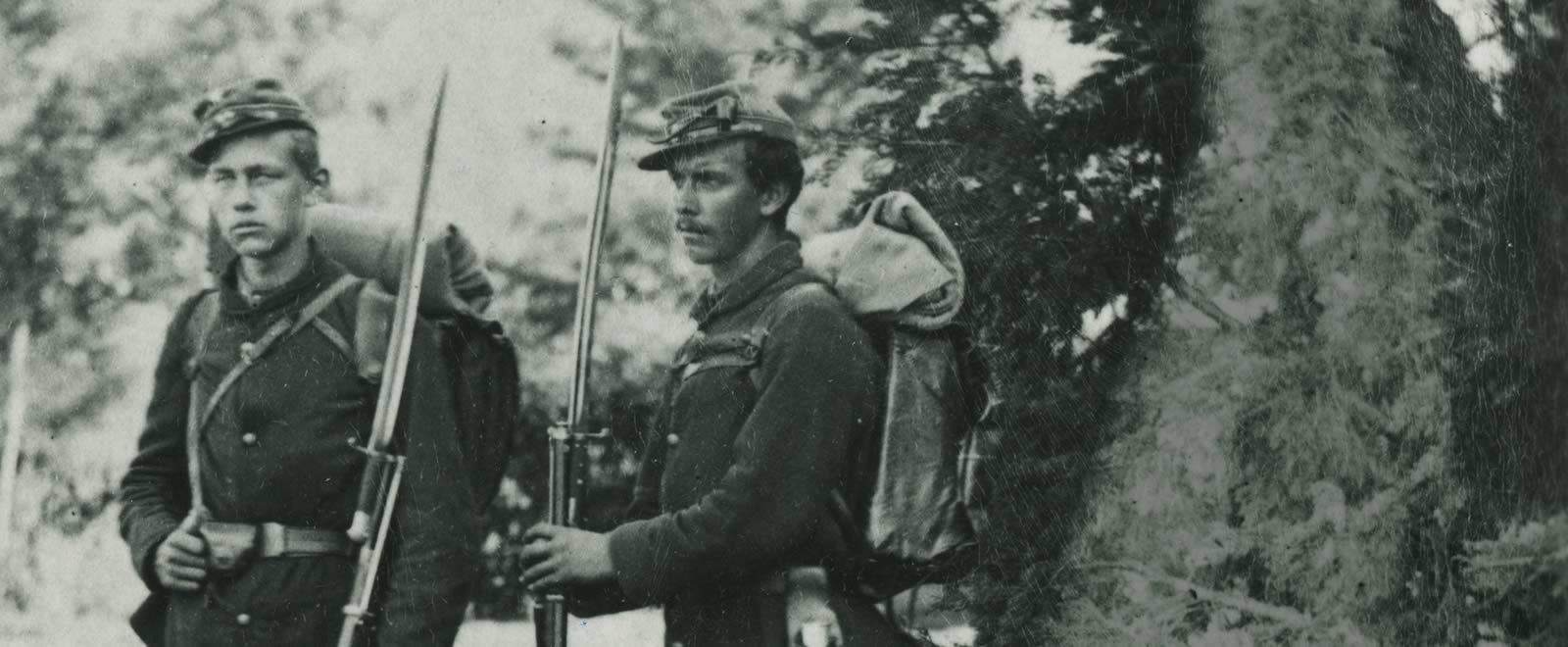 two-standing-northern-soldiers.jpg