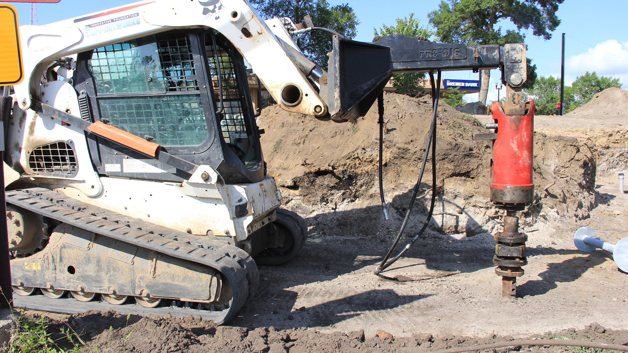 This machine uses the torque mechanism to screw the piles into the ground.