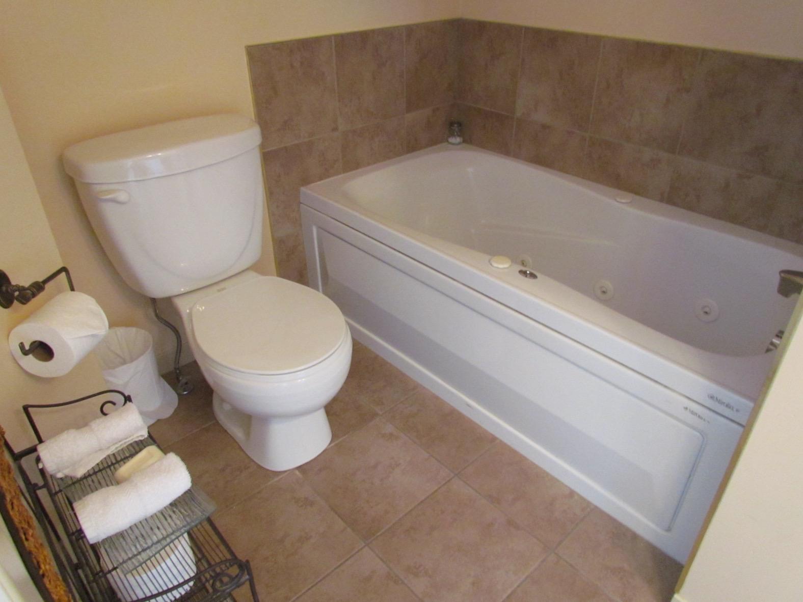 toilet bathroom bnb b&b jacuzzi relaxing calm peaceful