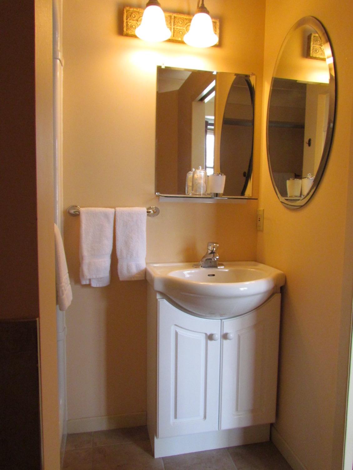 bathroom mirror bnb b&b