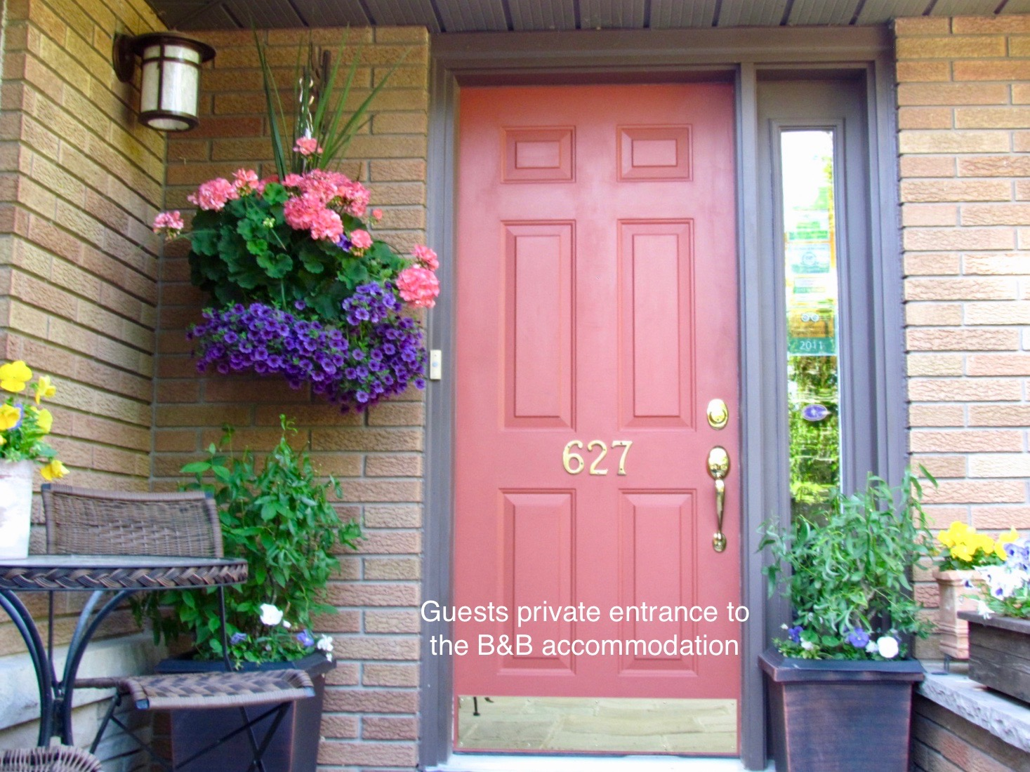 627 on king front door red welcome bnb b&b