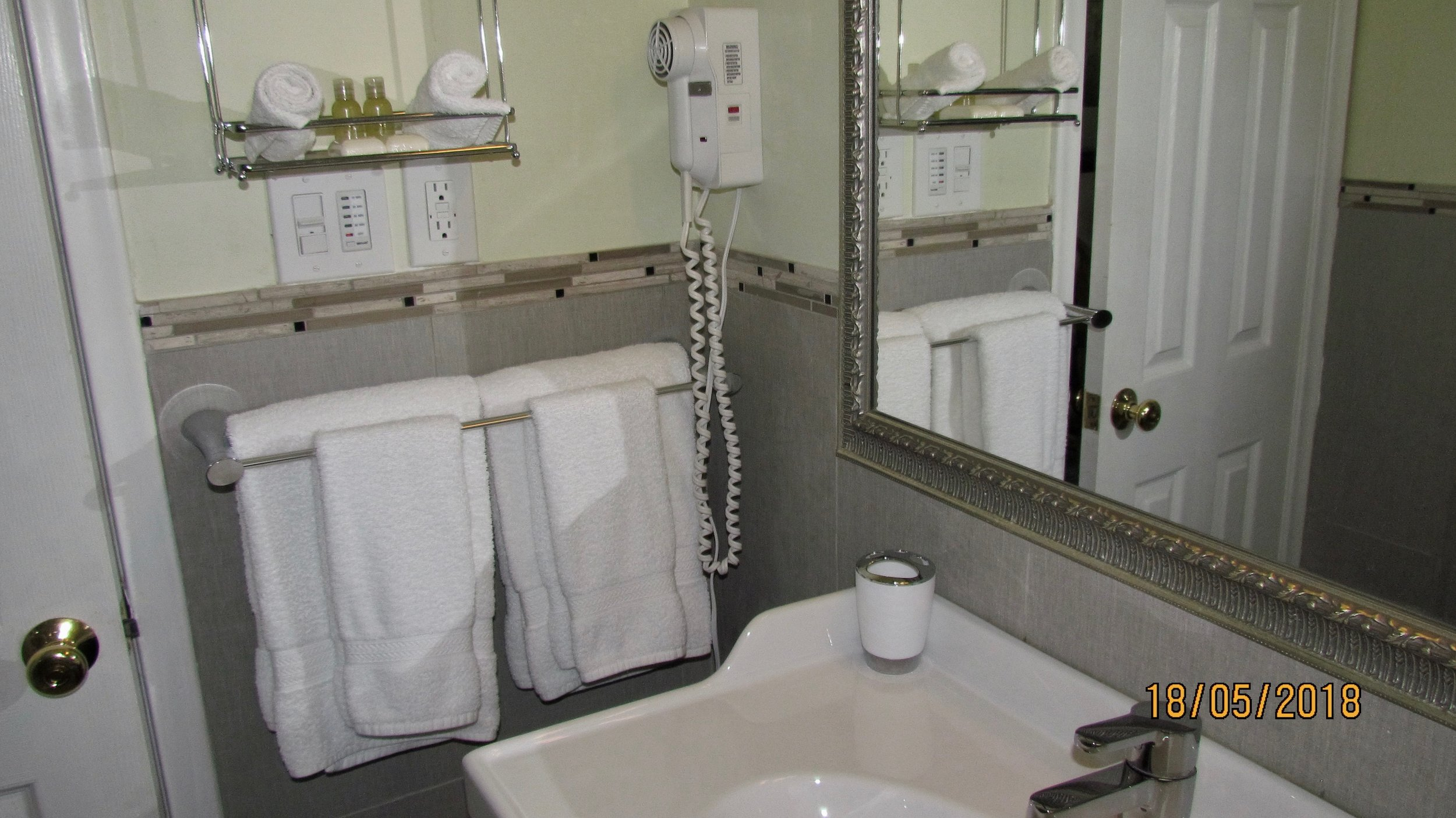 bathroom bnb b&b sink mirror towels