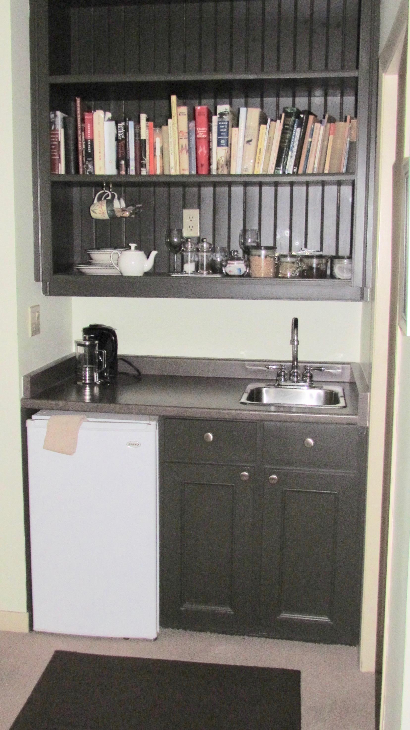 fridge sink kitchen coffee tea bnb b&b