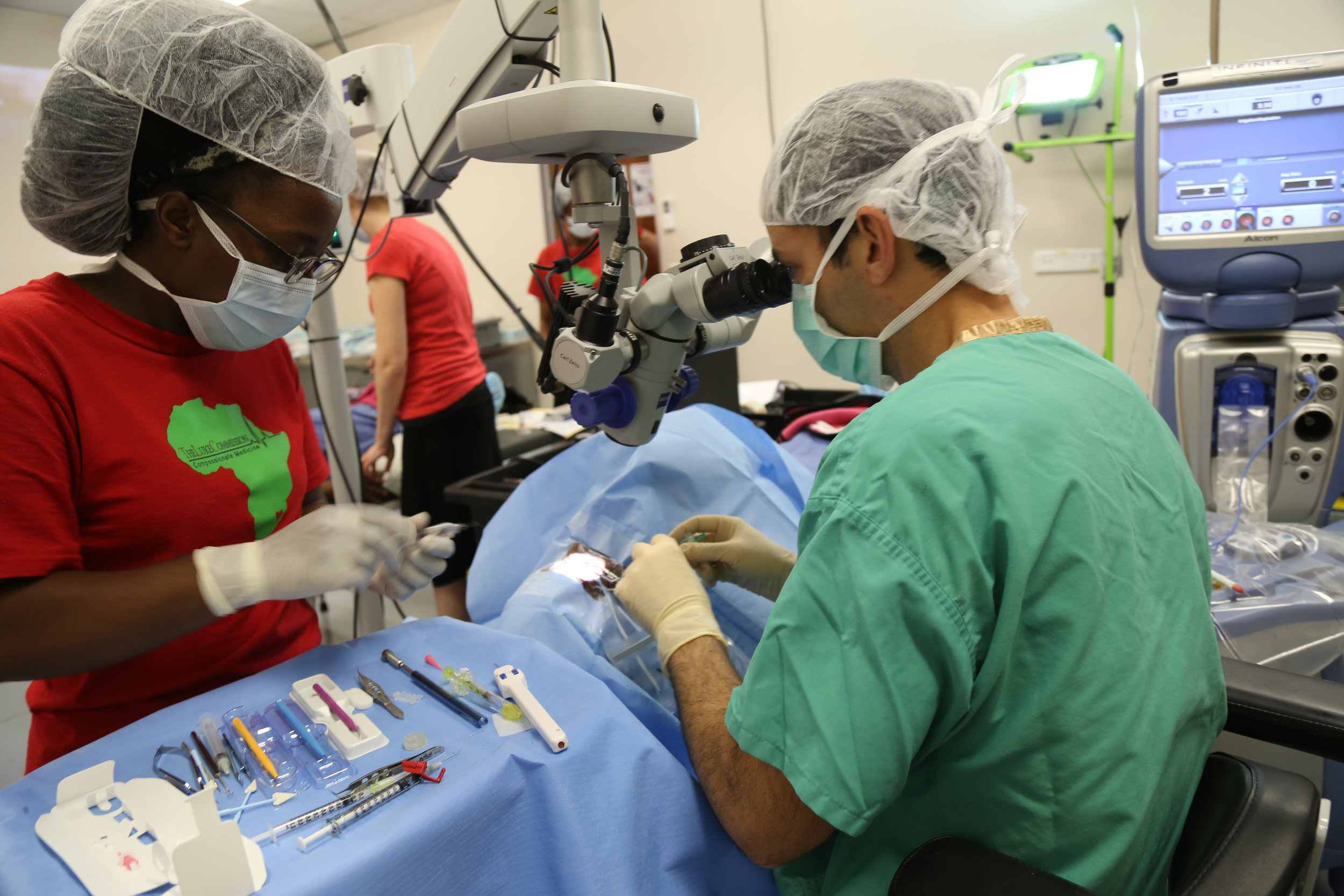 Dr. Cohen performs the first  OMNI  glaucoma surgery in Eswatini