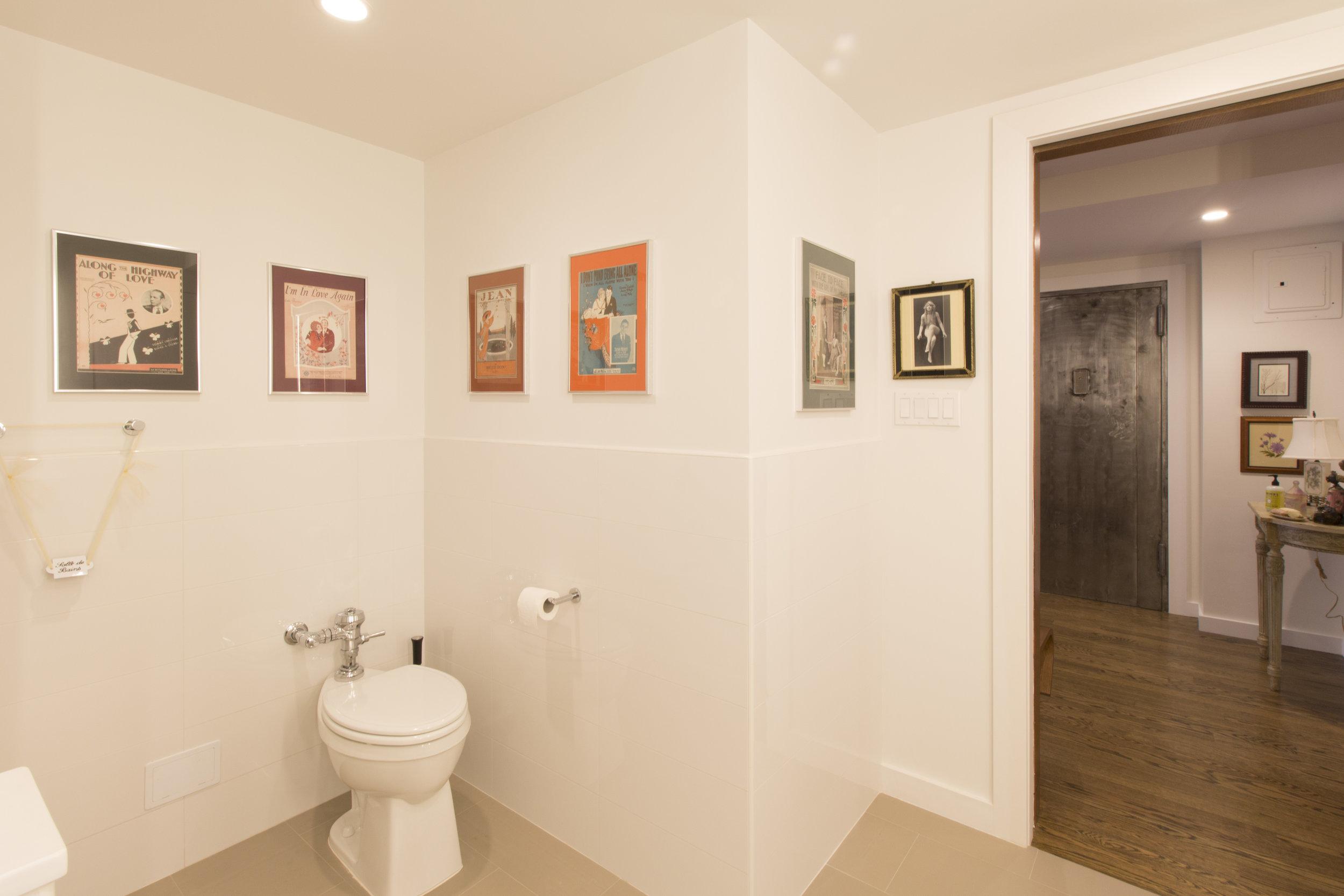 Dameron_37st_bathroom.jpg