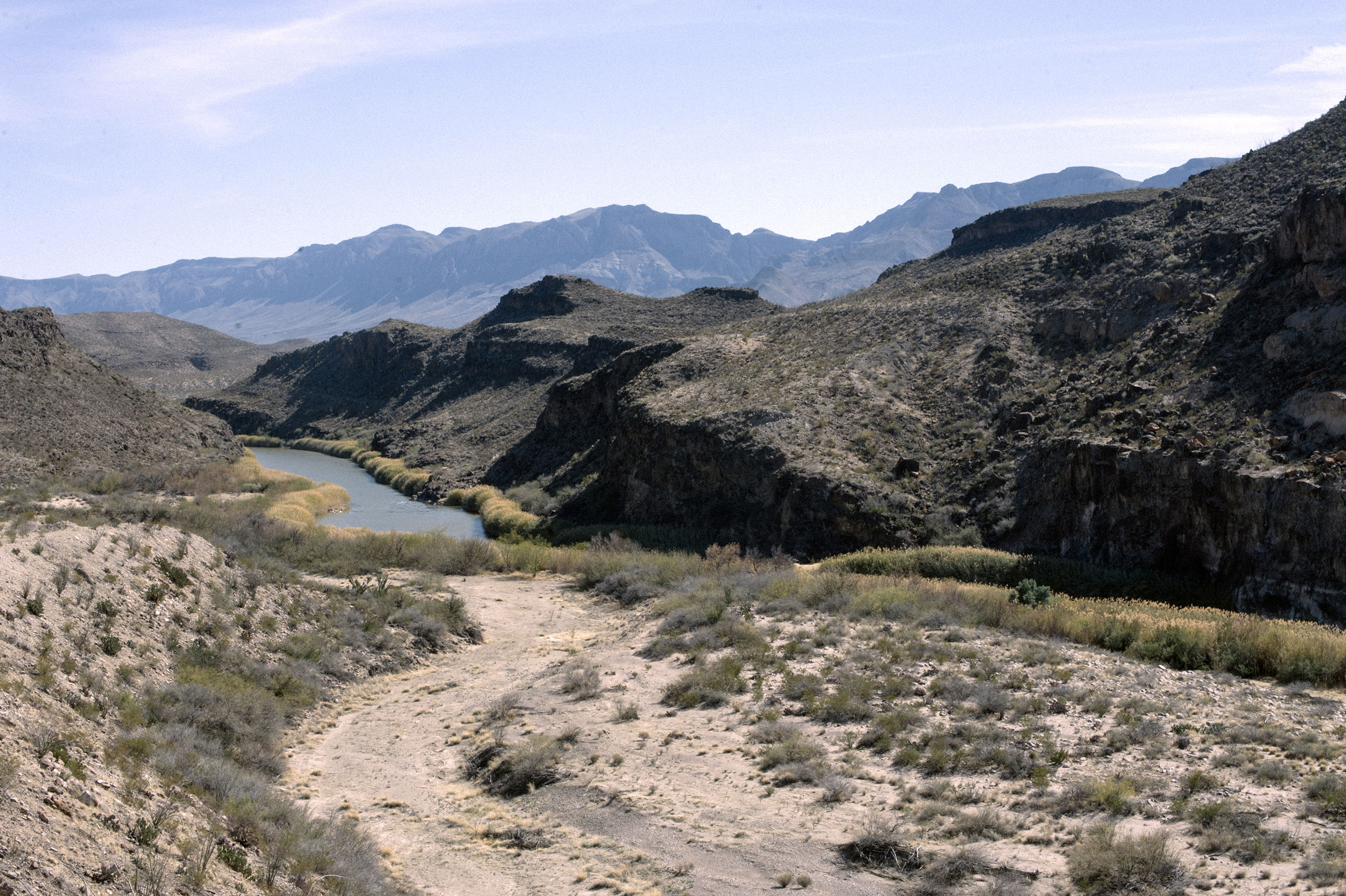 The Rio Grande separates Texas from Chihuahua, Mexico.