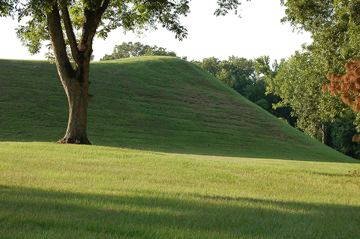 Indian-Mounds-commons.wikimedia.org-1_resize.jpg