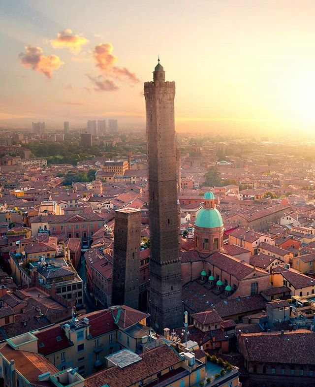 We recently spent a weekend in Bologna and had a great time! Read about the city and why it's a great break either online or in print! Photo @dorpell