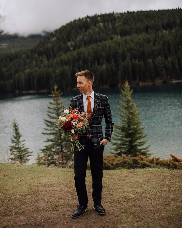 Brett's look was 👌🏻 From his family crested cuff links to a watch borrowed from his new father-in-law, everything about the grooms attire was so personal and meaningful to them.  Obssesssssed with this whole day that I shot on behalf of @kensiewebster  #kensieandassociates