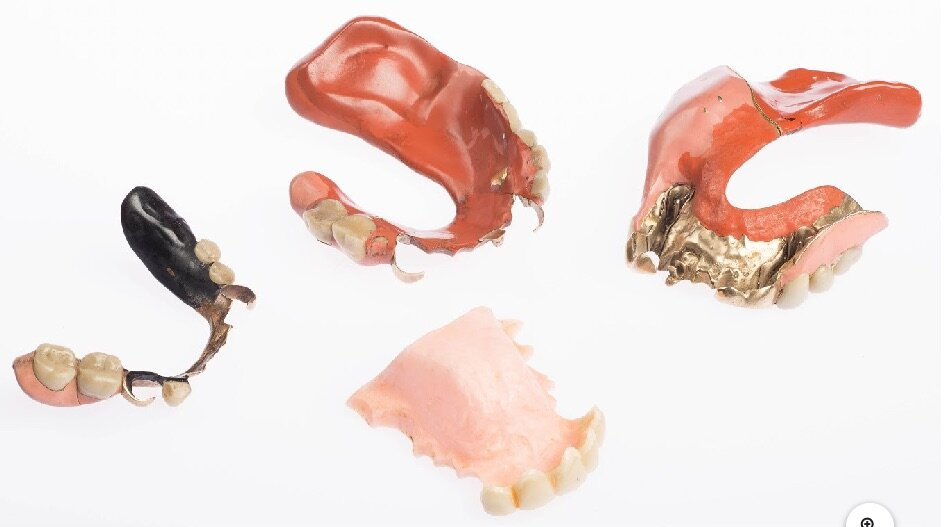 Freud's prosthetic mouthpieces