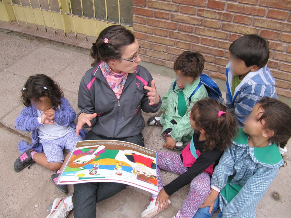 Argentina-children-and-volunteer.jpg
