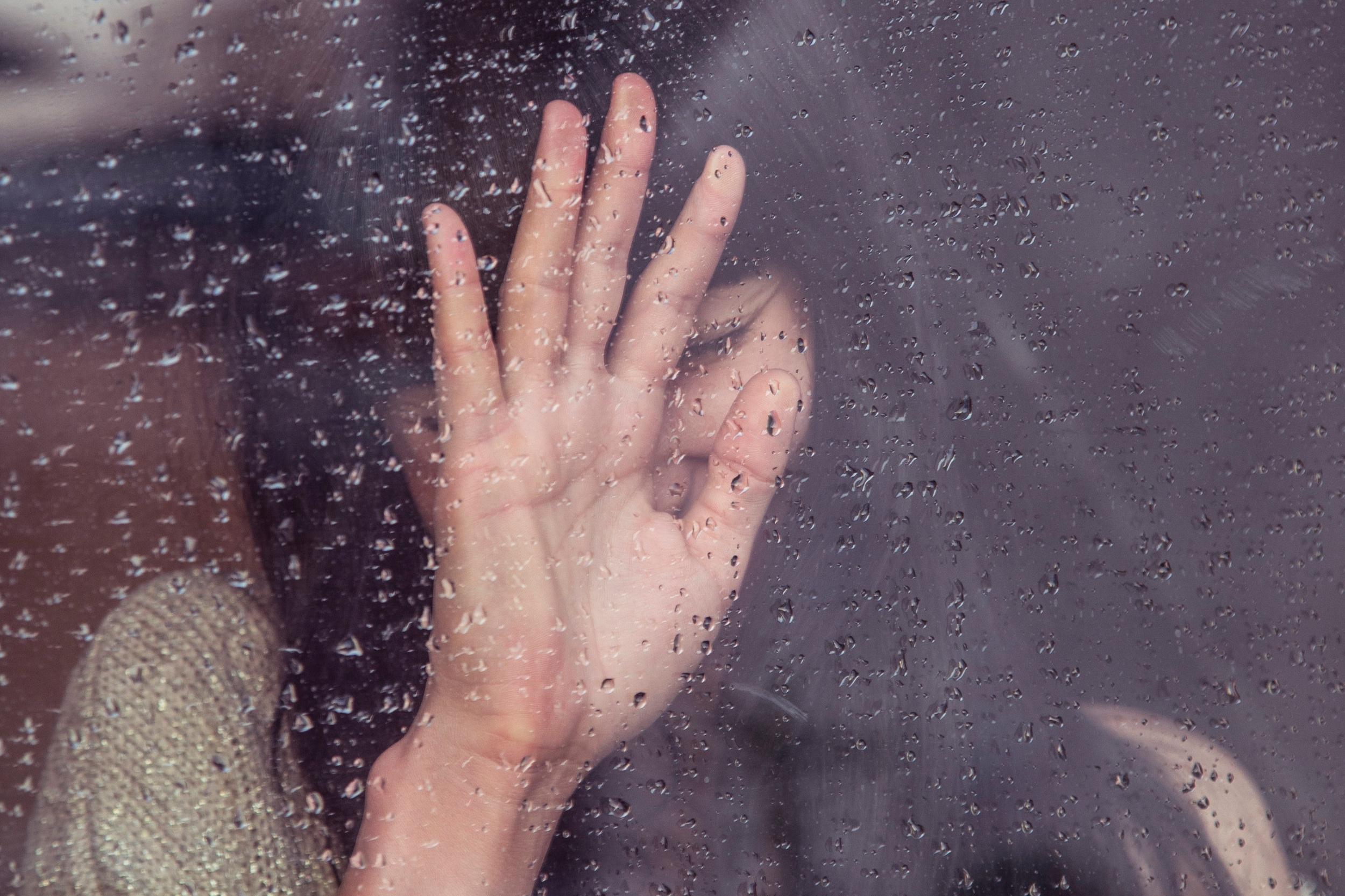 El victimario - Un tríptico informativo que nos ayuda a comprender la mente de un victimario y cómo proteger a la familia.