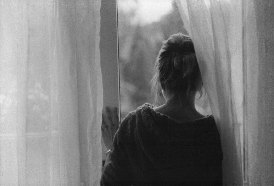 looking_through_the_window_by_mauz3r-d34lgmb.jpg