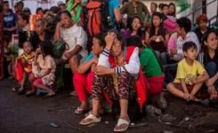 Weary, homeless Filipinos