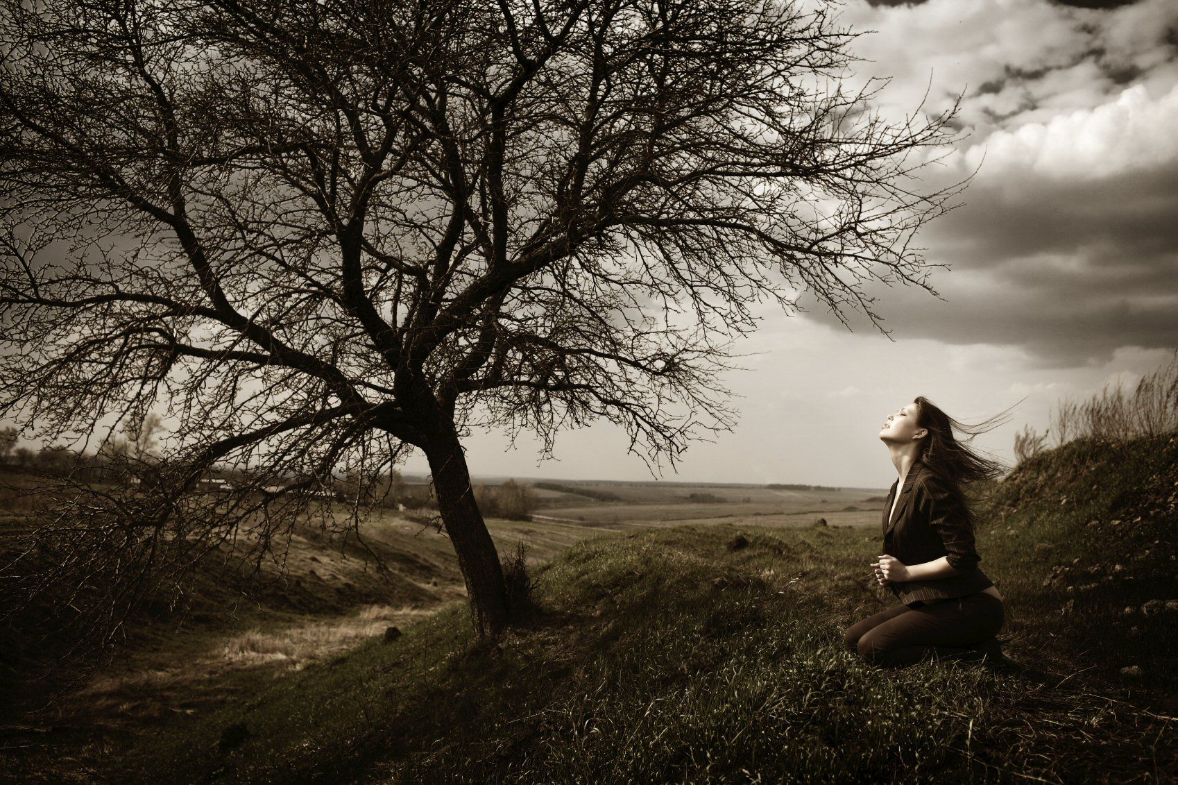 Desperate-woman-in-prayer1.jpg