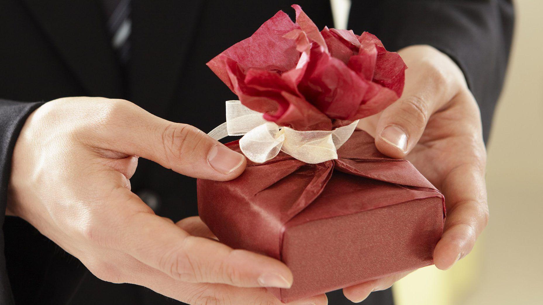 gift-687265-e1479750097828.jpg