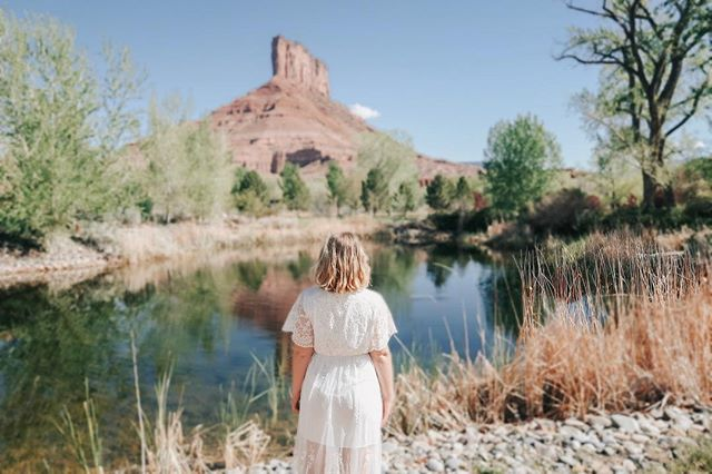 new blog post up about our stay at @gatewaycanyons ❤️ we LOVED this resort and hope to go back one day! It's truly a hidden gem and such a romantic place! If you have any questions or thinking of taking a trip to Colorado, let me know! We took a week and drove all over the state, with stops in Utah and Wyoming as well! Link is on my profile!☀️❤️ • • • • @gatewaycanyons #travel #gateway #gatewaycanyons #gatewaycanyonsresort #travelblog #newpost #beautiful #colorado