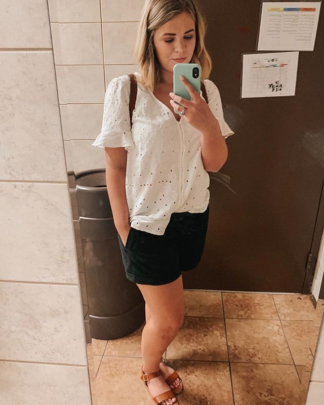 bathroom selfies bc it's the only place for an outfit pic when you're on the road all day! We've been all over GA for so many fun events today! We went to the cutest 1 year old's birthday party and then went to a gender reveal! This whole outfit ( besides the shoes which are @stevemadden ) is from @oldnavy and under $30! This cute eyelet blouse was on clearance for $13 and the shorts were 40% off making them about $15! This entire outfit is super comfy, but also looks nice! Today was great, but I'm excited for my bed tonight! • • • • @oldnavy @stevemadden #oldnavy #oldnavystyle #style #fashion #travel #comfy #stevemadden @verabradley #verabradleybackpack #happyday #saturdaystyle