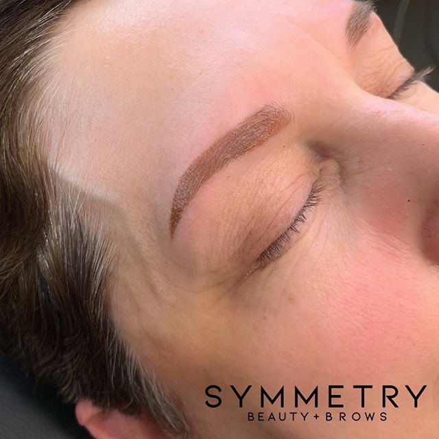 These powder brows are looking amazing.  You can now book online or through here on Instagram. Link in profile. Please read below for availability and booking info ################################# Now Taking Summer Bookings - Book Online or DM  ################################# Symmetry: We focus on custom brows for our unique customers. Our semi permanent brows are a flat rate cost. Since no two brows are the same and needs to be addressed as such. To achieve your perfect arch we use the techniques below.  Microblading  Microblading+Shading  Microblading+Ombre Shading  Ombré Powder  Total Cost: $585.00 ** Prices subject to change ################################# For more info please message us or contact us at the salon.  #honolulu #beautychair #microblading #powderbrows #brows #salonbrows #symmetryhi #arch