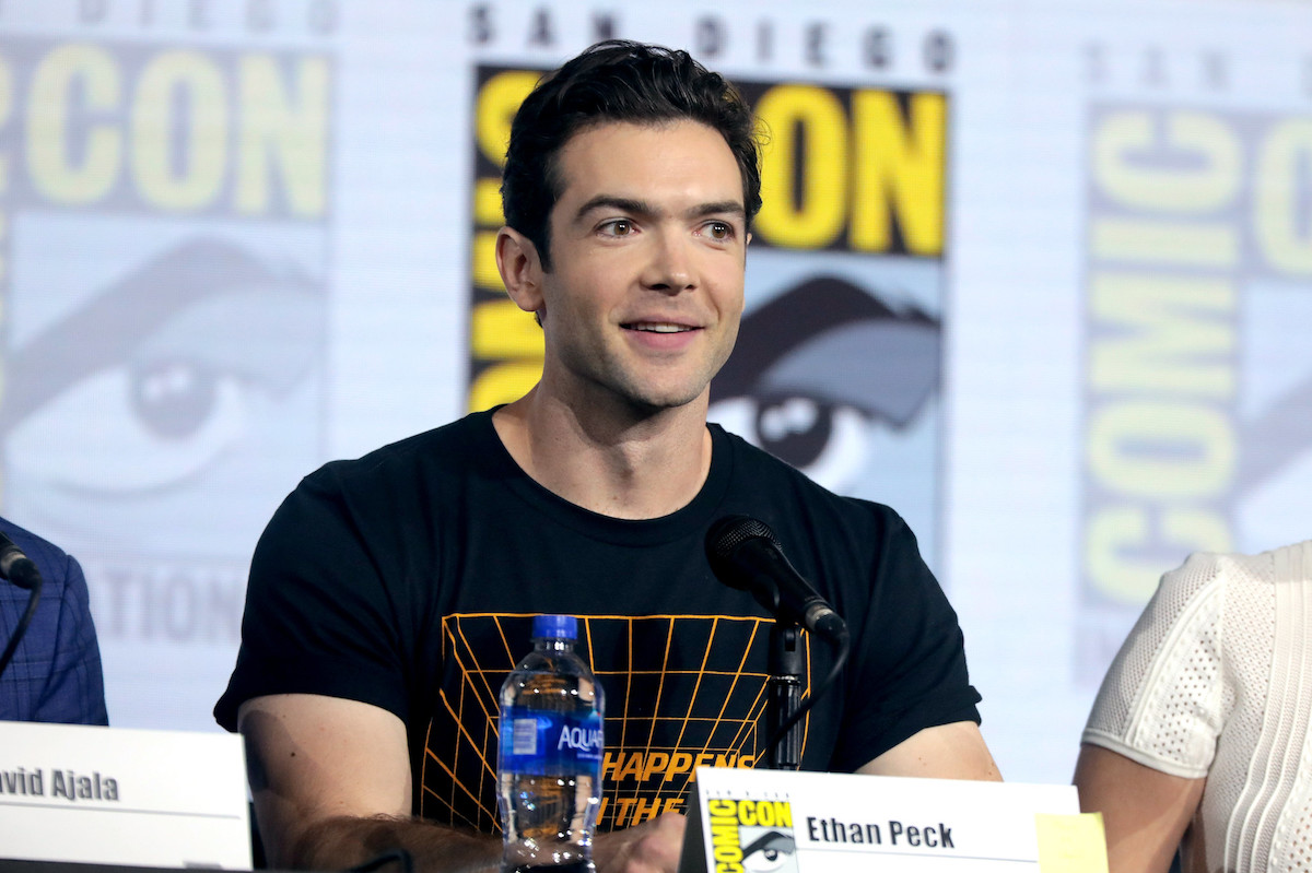 """Ethan Peck""    by    Gage Skidmore    is licensed under    CC BY-SA 2.0"