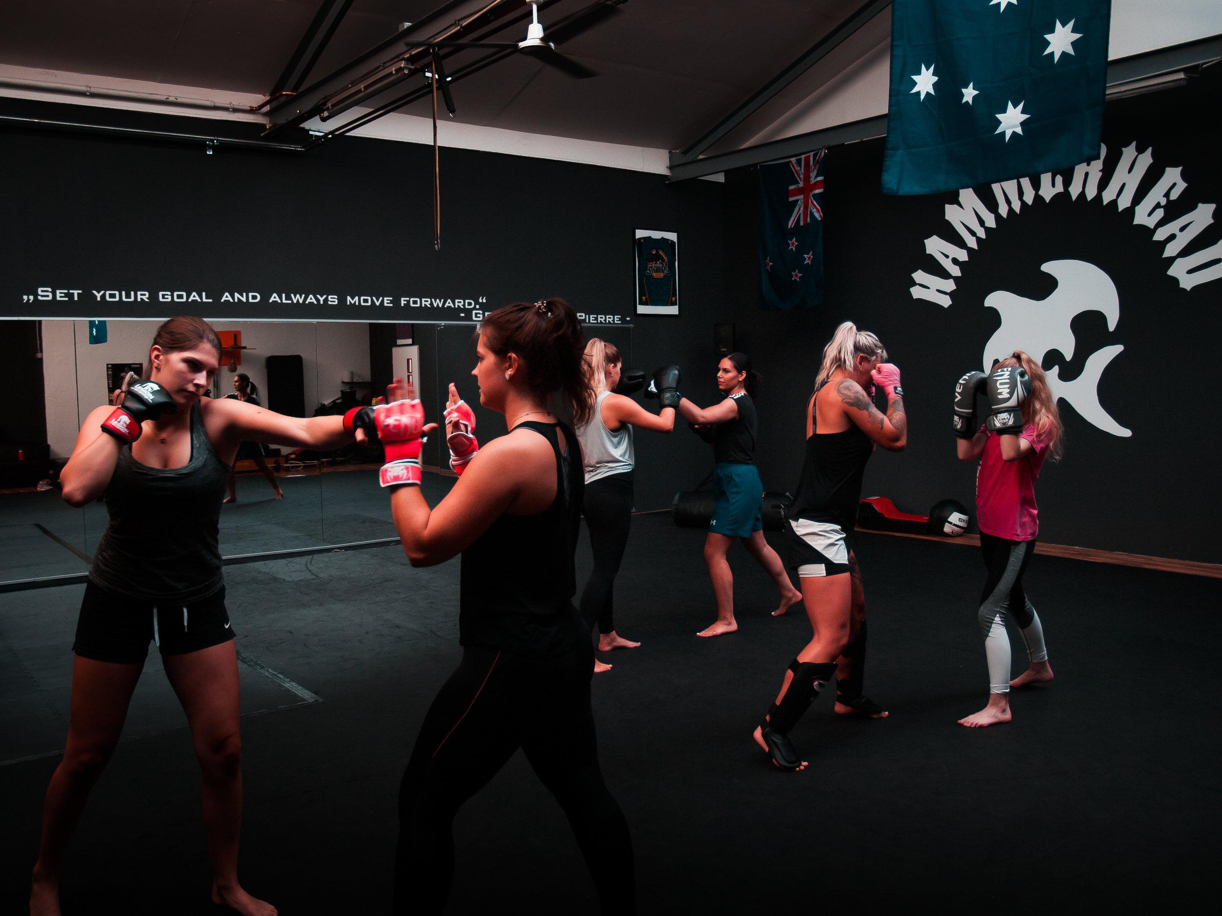 Womens class - Die Trainingsstunde beinhaltet Kickboxing/ Andyconda Luta Livre, sowie functional Training.Ein tolles forderndes Trainingsangebot für unsere Frauen!