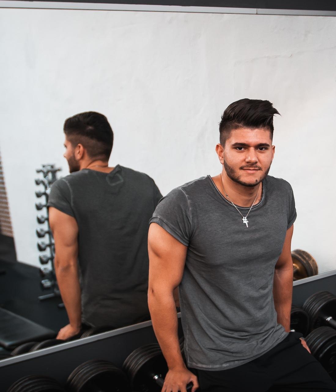 Panagiotis - Hey Ich bin Pano und schon seit knapp 3 Jahren im Sports In Team. Fitness betreibe ich schon seit meinem 16 Lebensjahr und ist somit meine volle Leidenschaft.