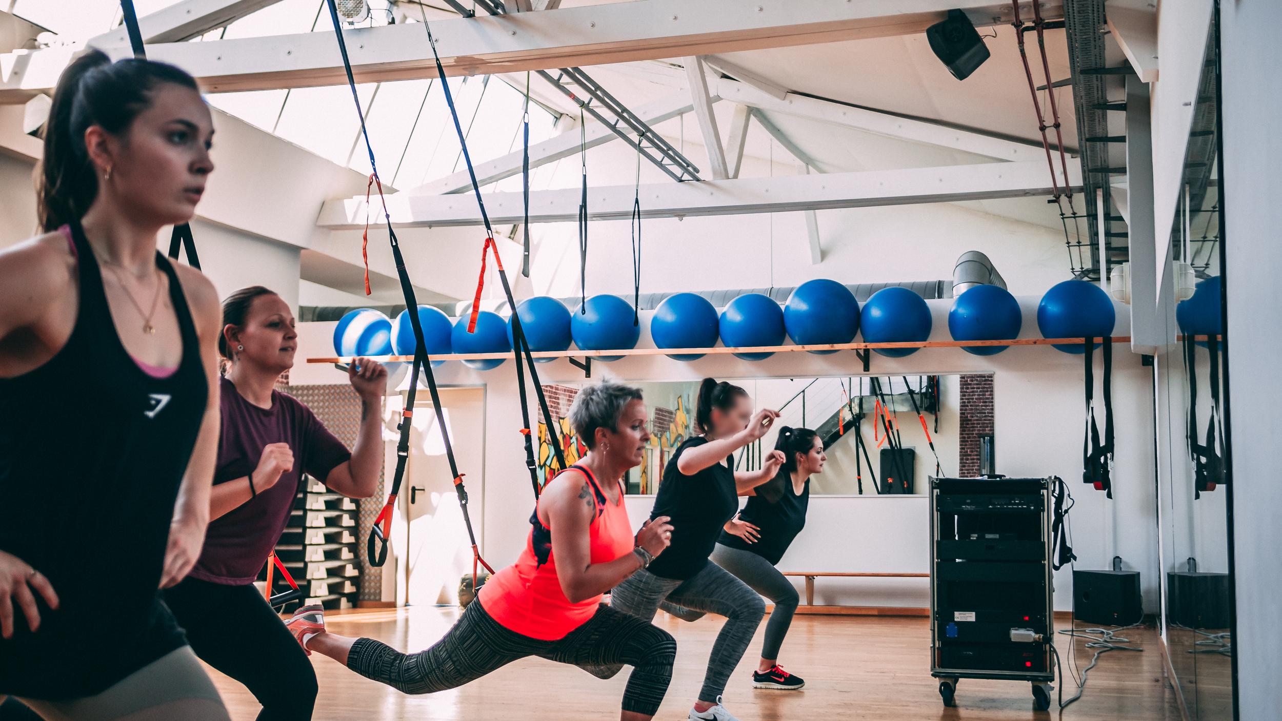 TRX - Was ist TRX Suspension Training? TRX Suspension Training ist ein hoch effektives Ganzkörper-Workout unter Einsatz eines nicht elastischen Gurtsystems, bei dem das eigene Körpergewicht als Trainingswiderstand sowohl im Stehen als auch im Liegen genutzt wird. *Mit Voranmeldung, da begrenzte TRX Gurte*Instructor: Ramona