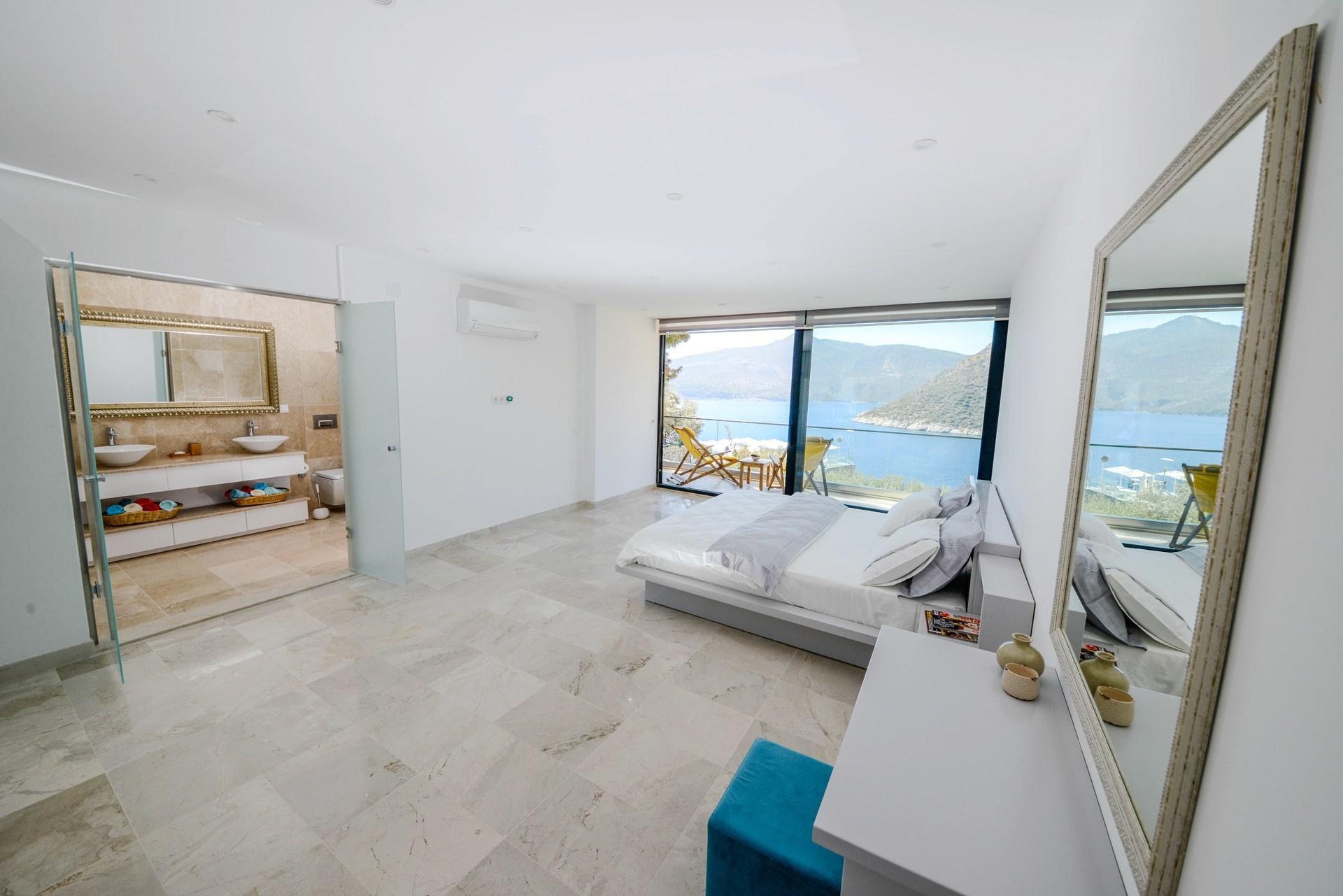 Bedroom_in_Villa_Kalamar,_Kalkan_Kas_and_Islamlar,_Turkey.jpg