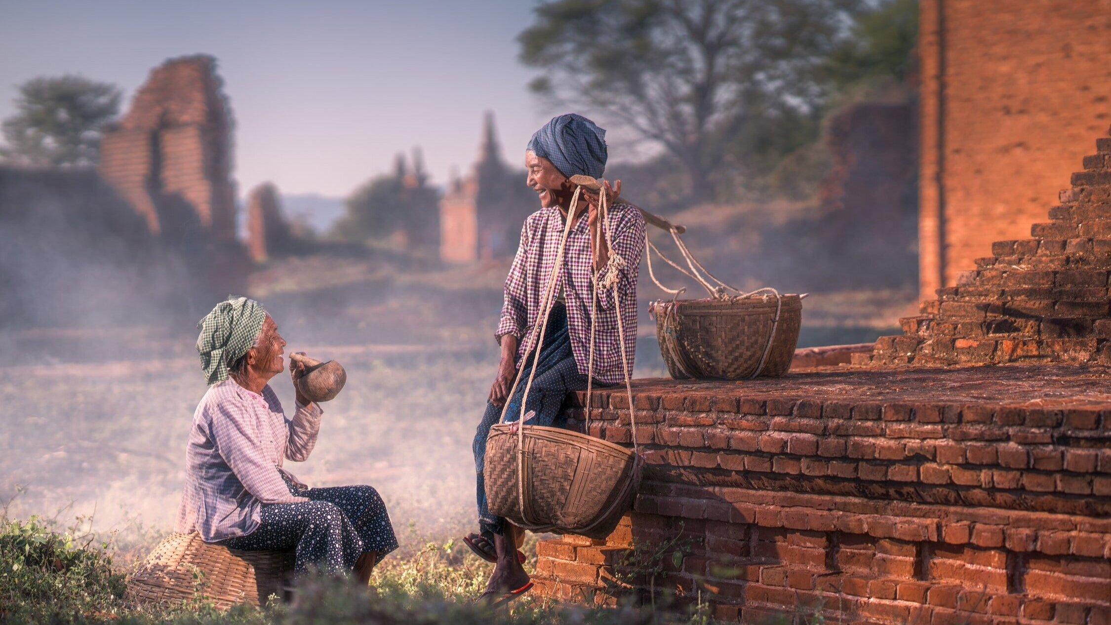 old+Bagan Maynmar  responsible tourism   sustainable travel   make travel matter   local women in Myanmar