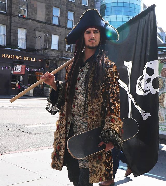 How else would pirates get around Edinburgh? Captain Ageshy taking to the board on land. #Piramania #Underbelly @underbellyedinburgh #edinburgh #pirates #pirate #EdinburghFringe2019 @edfringe #edinburghfringe #piratesinedinburgh