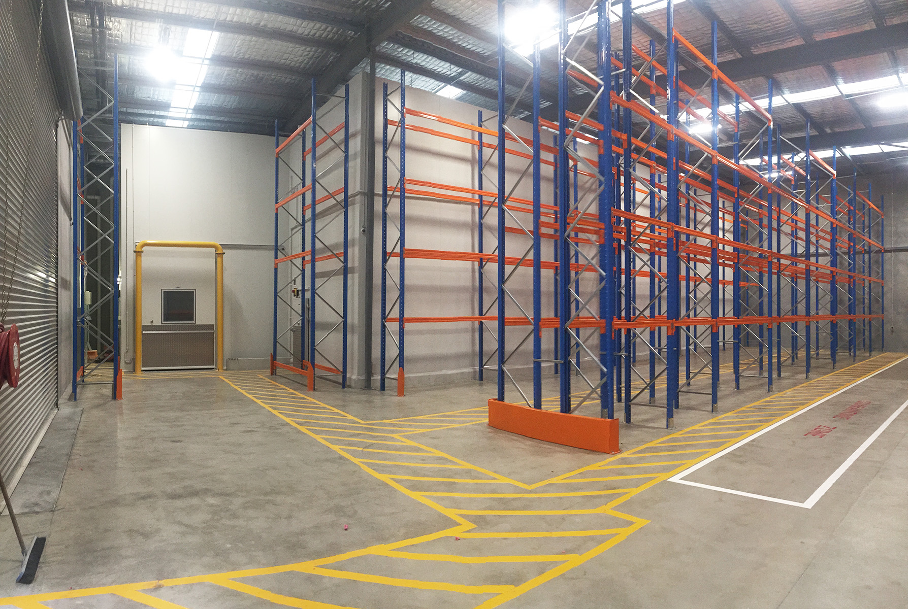 Large_Storage_Warehouse_Freezer_Automatic_Doors.jpg
