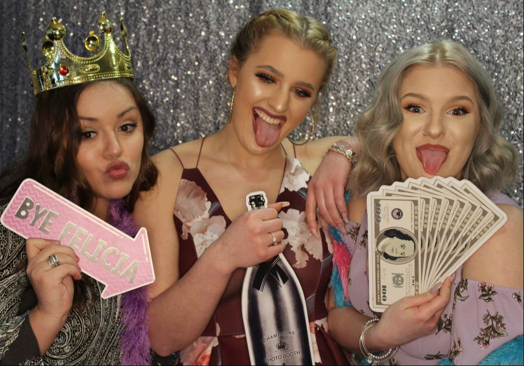 group of girls in louisville photo booth.jpeg