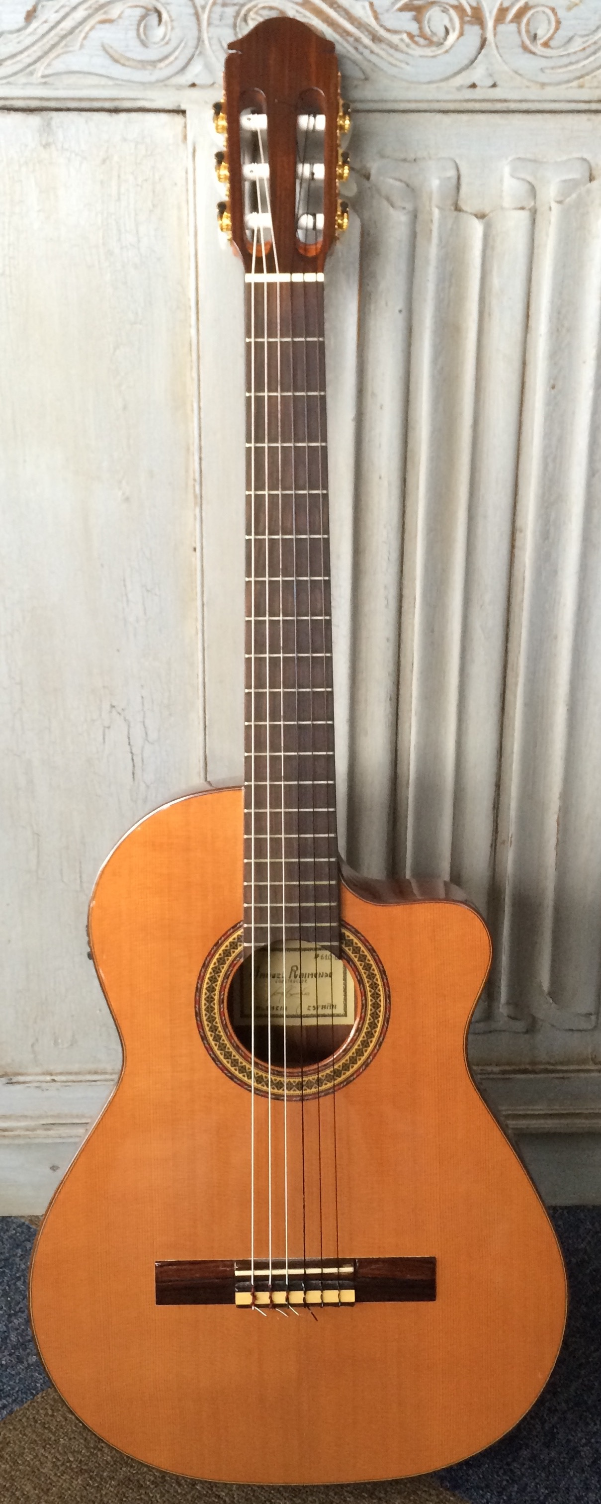 RAIMUNDO 610e - Nick recorded 'White Wedding Blue' with his flamenco Raimundo 610e. This is a hand made Spanish electro cutaway with cedar neck, ebony fingerboard, mahogany back and sides and spruce top.