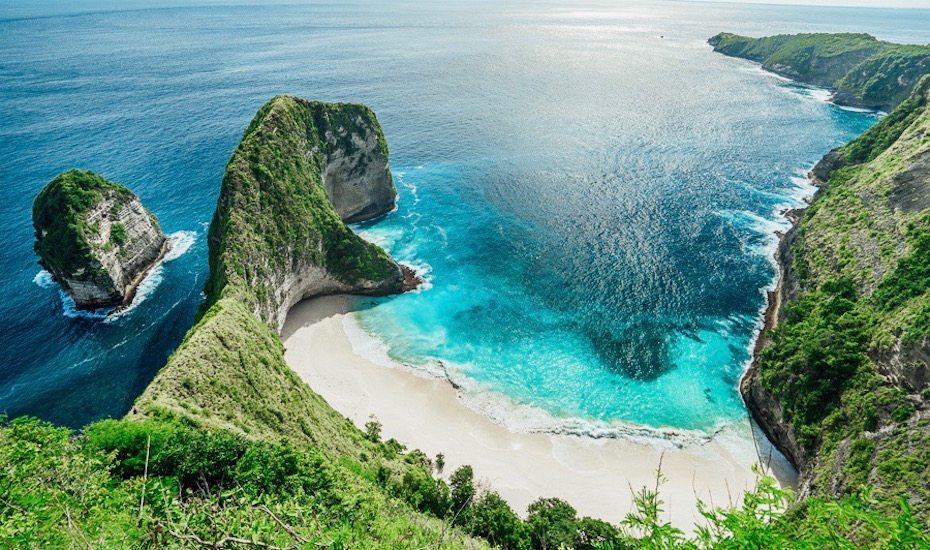 Nusa-Penida-Beach-Bali-image-by-JourneyEra.jpg