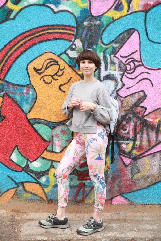 """Irina - kommt aus der Nähe von Barcelona. Sie hat Kunst und Mode studiert, mischte beide Leidenschaften und arbeitete als Fashion Print Designer bei großen Labels. Später arbeitete sie als Freelancer. Das brachte sie näher zu Yoga, Meditation, Tanz """"and other enriching experiences that are my source of inspiration and the thread of the flow fot the next adventure"""", sagt sie selbst. Auf diesem Weg lernte sie Sara kennen, mit der sie Pitaya gründete. Sie sagt über Pitaya: """"It's precious to see Pitaya grow and priceless to realize that the spirit and intention behind the brand shakes the soul of our customers."""""""