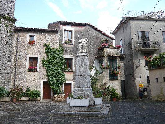 Piazza San Pietro del comune di San Giovanni a Piro.jpg