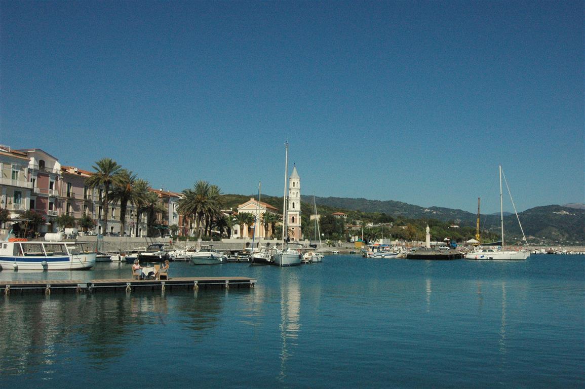 Prachtige haven van Scario (4).JPG