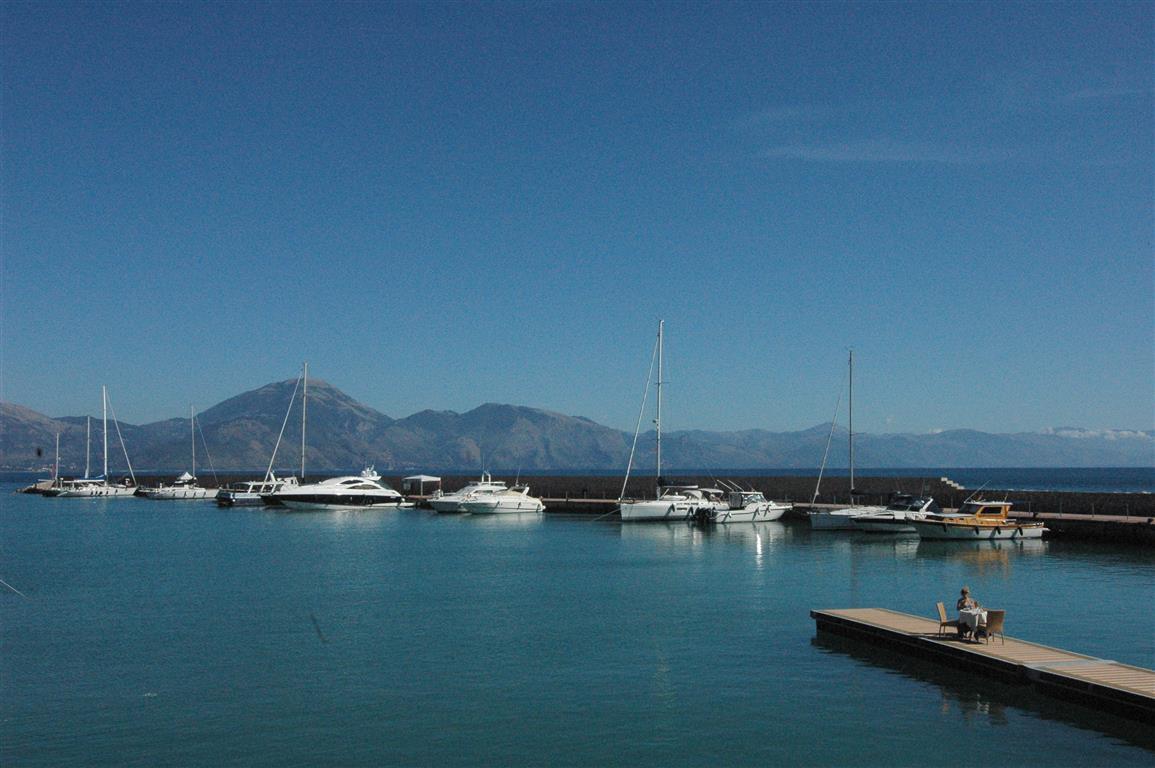 Prachtige haven van Scario.JPG