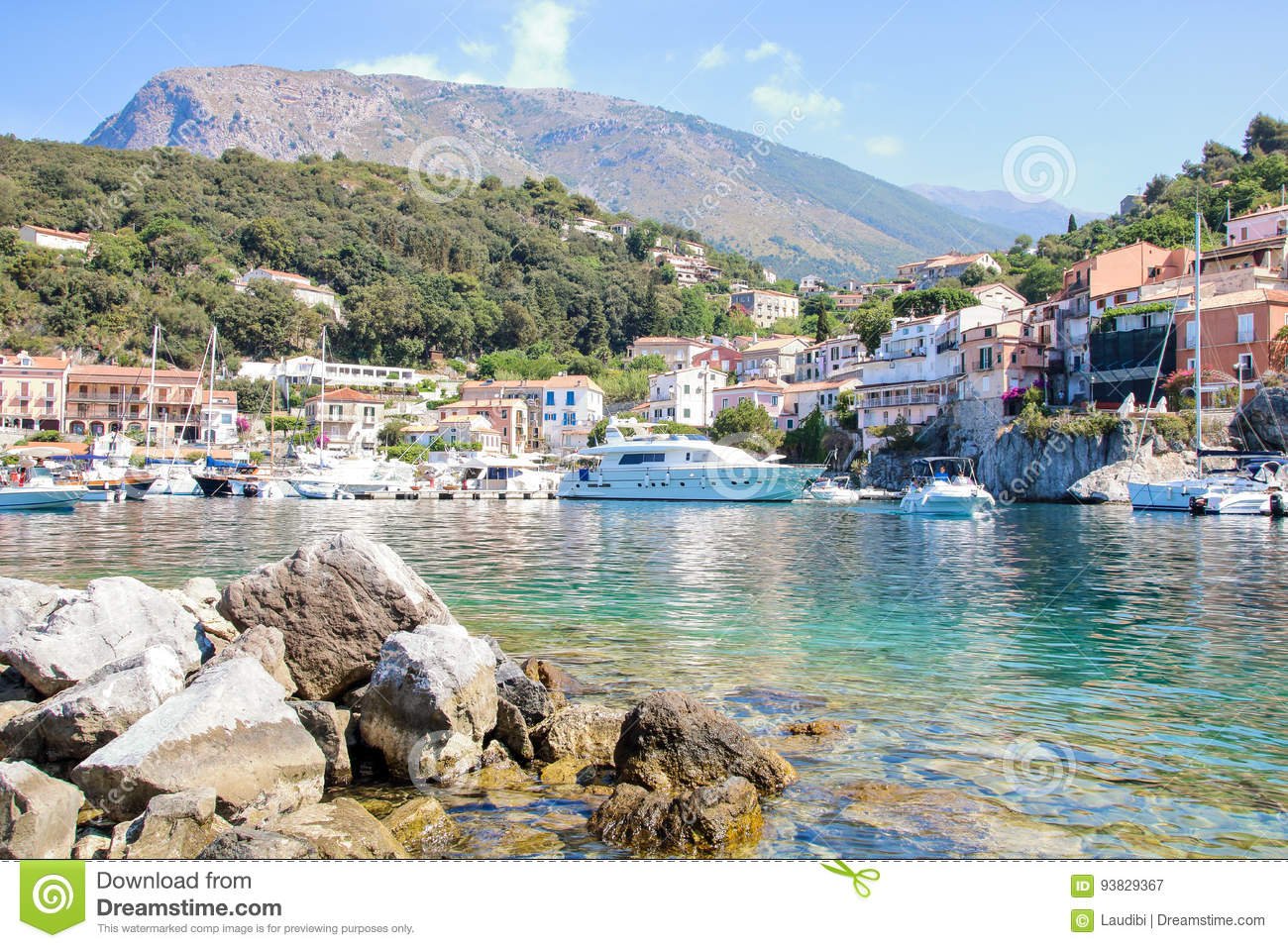 il-poco-porto-di-maratea-93829367.jpg