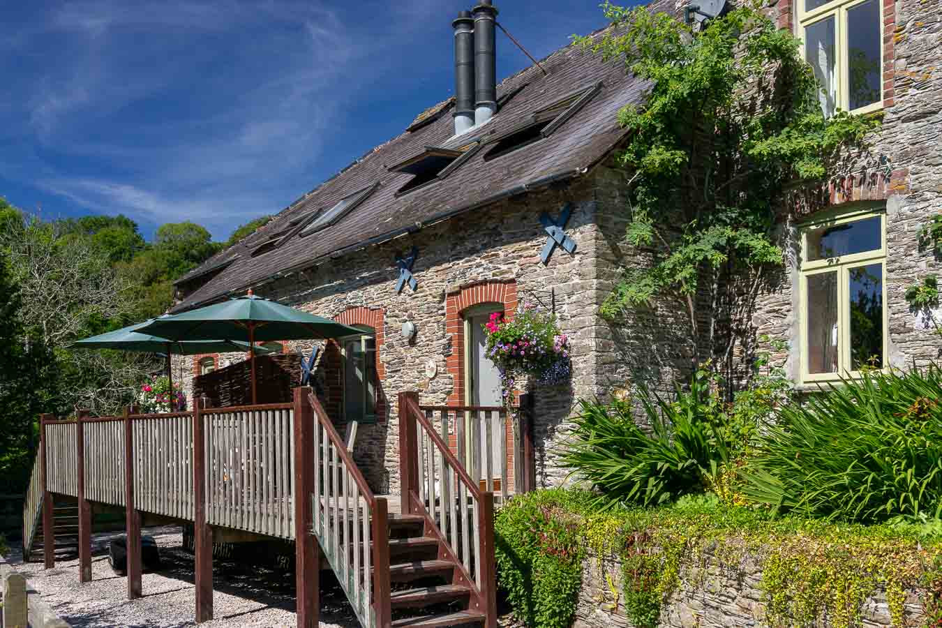 Cartwheel, holiday cottage with open fire, sleeps 4 people. Flear Farm, Devon.