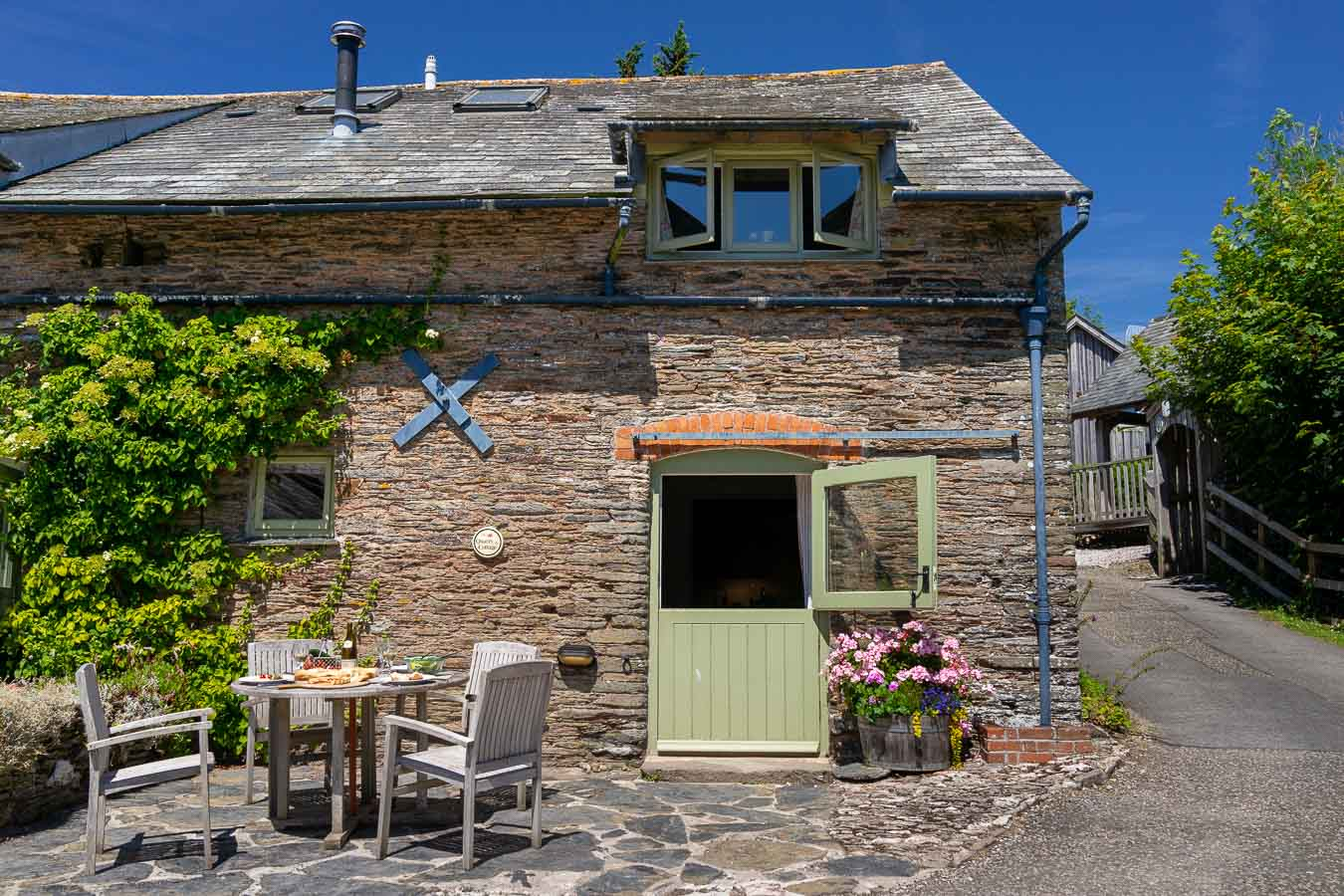 Quarry, holiday cottage with access to large indoor pool. Sleeps 4 people. Flear Farm, Devon.