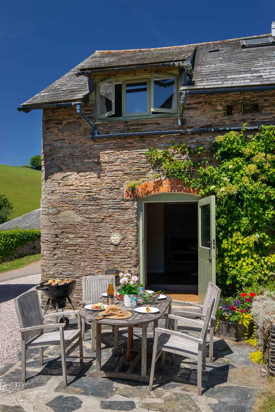 Duck's Nest Devon luxury holiday cottage for family of 5.